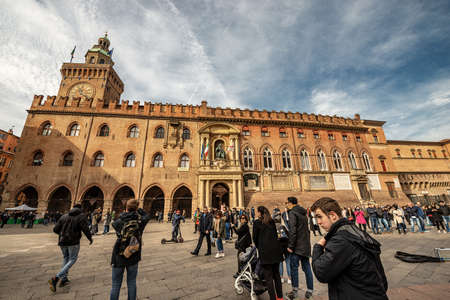 BOLOGNA, ITALY, - FEB 23, 2020: Piazza Maggiore with the Accursio palace and Accursi Tower, ancient Bologna town hall, XIII century. Emilia-Romagna, Italy, Europe. Editoriali