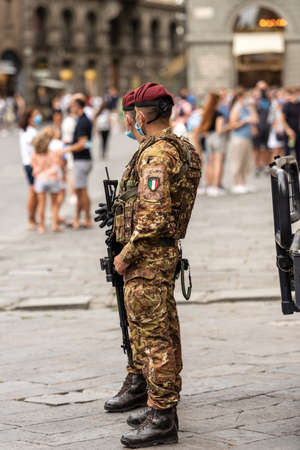 Two Italian Soldiers in Florence downtown for the operation Safe Roads (Strade Sicure, italian) as prevention against terrorist attacks, counter-terrorism in Italy, Tuscany, Europe. Editoriali