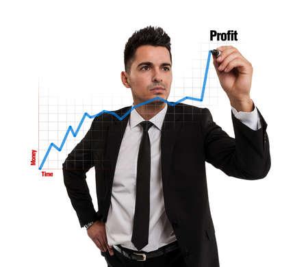 財務チャートを作成する実業家
