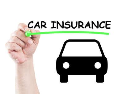 seguro: El seguro de coche de texto concepto escribir sobre transparente limpiar tablero con la mano sosteniendo un marcador Foto de archivo
