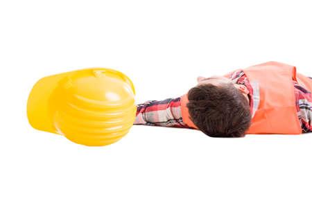 obrero trabajando: Workplace concepto de seguro de seguridad con un constructor desmayado o trabajador