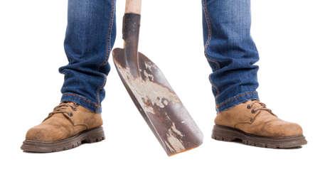pieds sales: pieds Builder et pelle sale. Large image isol� sur fond blanc