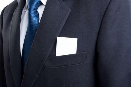 Close-up met lege visitekaartje in het bedrijfsleven man pak jaszak Stockfoto