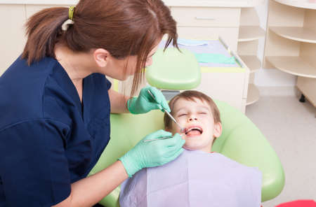no fear: Kid with no fear at dentist. Periodic visit or exam for kids in dental office