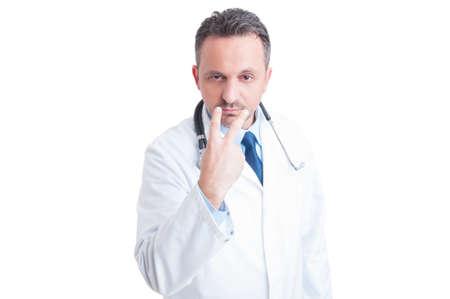 Mírame a los ojos y prestar atención gesto realizado por el médico o médico aislado en fondo blanco Foto de archivo - 47232568