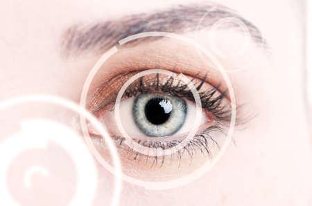 Close-up van de digitale oog vertegenwoordigt nieuwe identificatie technologieën en futuristische concept van scanning Stockfoto