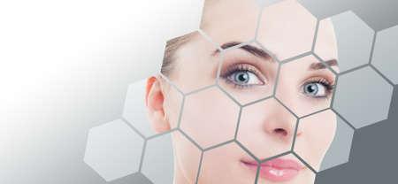 masajes faciales: Primer plano de la cara perfecta de la mujer con la corrección de la belleza y maquillaje de color gris contra el fondo del gradiente