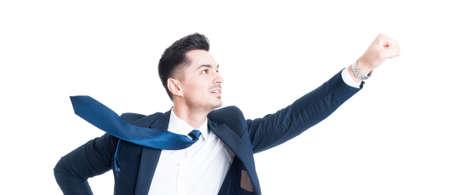 Negocios volando gesto con la corbata que sopla. concepto de superhéroes de negocios aislados sobre fondo blanco