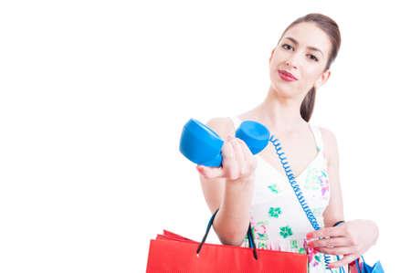 invitando: enfoque selectivo con invitaci�n comprador bella dama para una llamada de soporte aislado en fondo blanco con espacio de copia