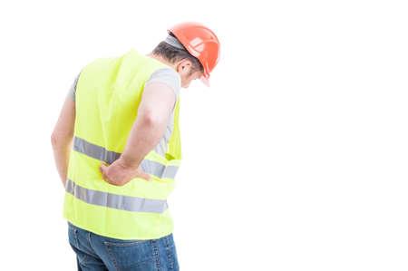 Concepto de dolor de espalda con el constructor con la lesión del torso como concepto de problema en la columna aislados en blanco con área de espacio de la copia