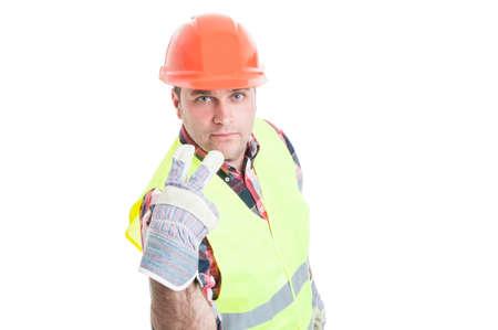 poner atencion: Mírame a los ojos o prestar atención en mí concepto con el constructor de guapo en ropa de trabajo aislado en el fondo blanco
