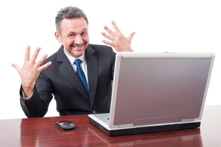numero diez: director alegre que muestra el número diez con ambas manos aisladas en el fondo blanco