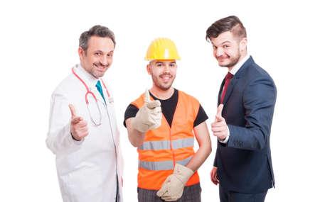Imagen de médico, arquitecto y empresario señalando con los dedos con actitud de confianza aislada sobre fondo blanco