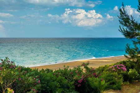 Hermoso paisaje marino sobre el mar Jónico justo después de la lluvia Foto de archivo