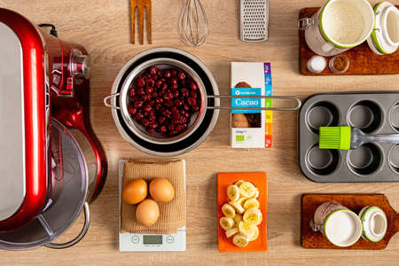 Complete ingredients and kitchen tools for making banana-cherry muffin Stockfoto