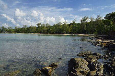 ser humano: Playa, mar y la selva es lo que encontrar� en la isla camboyana de Koh Tah Kiev totalmente al margen de ser humano