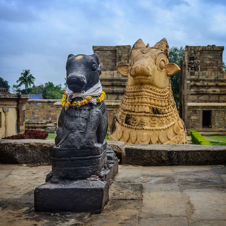 nandi: Statue of Nandi Bull in front of Gangaikondacholapuram Temple. In Hinduism Nandi is a Shiva vehicle. Great architecture of Hindu Temple dedicated to Shiva. South India, Tamil Nadu, Thanjavur (Trichy) Stock Photo