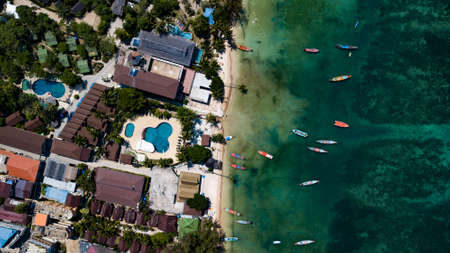 Aerial view of Sairee beach on Koh Tao in Thailand, Asia 免版税图像