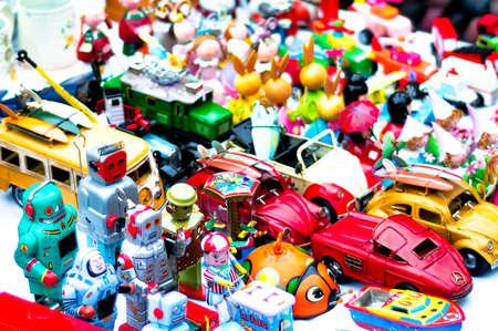 juguetes antiguos: Viejos juguetes que no han sido olvidados