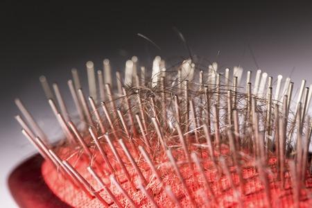 problema di perdita di capelli sul pettine