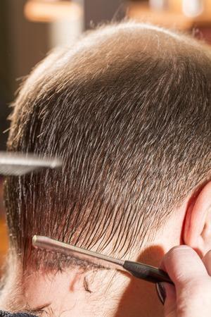 calvicie: alopecia calvicie o ca�da del cabello - en la peluquer�a Foto de archivo