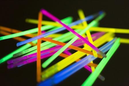 Blanck 배경에 다채로운 형광등 네온 스톡 콘텐츠