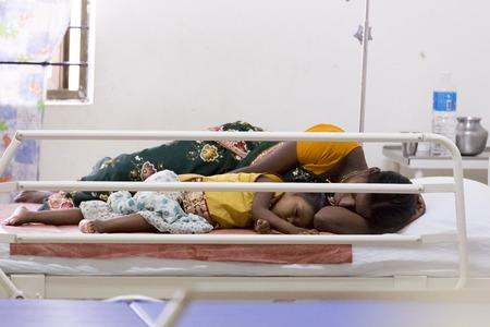 ドキュメンタリーの編集。インドのポンディシェリ連邦直轄地域 Jipmer 病院 2014 年 6 月 1 日。患者および彼らの家族に関する完全なドキュメンタリー 報道画像