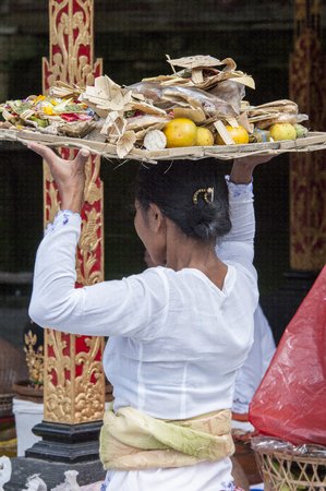 hinduist: Bali, Indonesia - July 30, 2013. A few unidentified women preparing offerings and the ceremony in the hinduist buddhist Odalan temple. Editorial