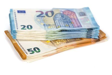Pills of Bills papier billets de 20 et 50 euros, sur fond blanc. Symbole de l'abondance, succès. Dans le cadre du système de paiement du pays uni. Vue avant et supérieure Banque d'images - 83835737