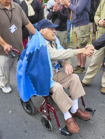 SAINTE MERE, NORMANDY, FRANCE - JUNE 06, 2019. D Day 75 birthday of french liberation by allied countries. Ceremony to remind what american, british, canadian soldiers did during world war two. Old veteran who participated to liberation Banco de Imagens - 141316285