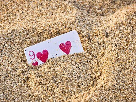 Poker playing cards buried in a sand dune, India Zdjęcie Seryjne