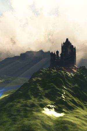 castillos de princesas: Castillo IN THE MIST - un hermoso castillo se encuentra en la cima de una colina que domina un exuberante valle de R�o Verde. Foto de archivo