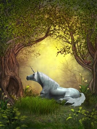 Woodland Unicorn - Een eekhoorn kijkt naar een witte eenhoorn rust onder takken van bosbomen Stockfoto