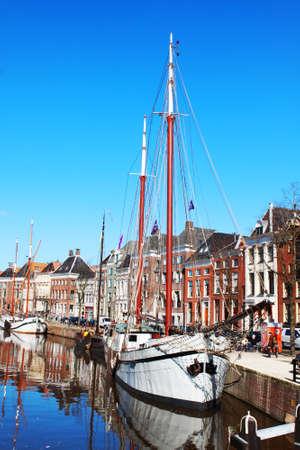 stadslandschap met schip in Groningen