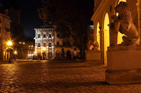 Rynok Platz in Lviv in der Nacht Editorial