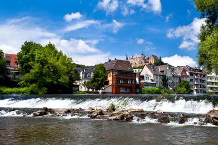 Blick auf Marburg Stadt mit Burg aus Lahn