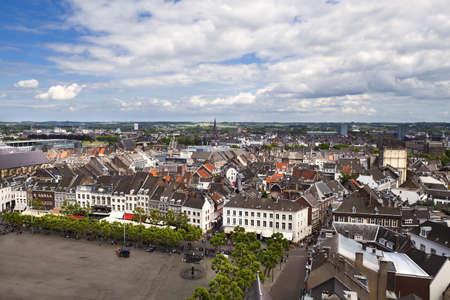 bekijken op Maastricht vanaf de bovenkant van Red toren, Limburg, Nederland Stockfoto