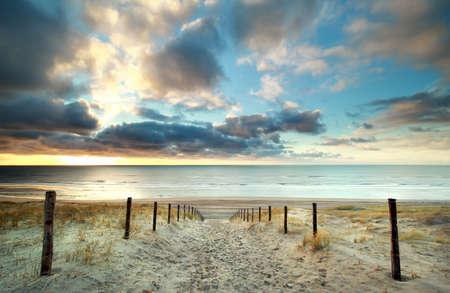 zonsondergang over de Noordzeekust, Noord-Holland, Nederland
