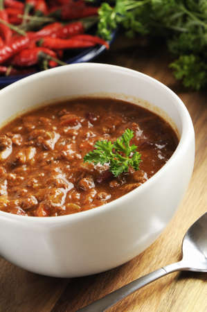 bowl of red hot chili with ground beef, beans and legumes. Imagens