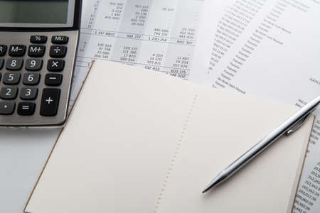 Pen, calculator and notebook on the financial account documents. Financial concept 免版税图像 - 69957484