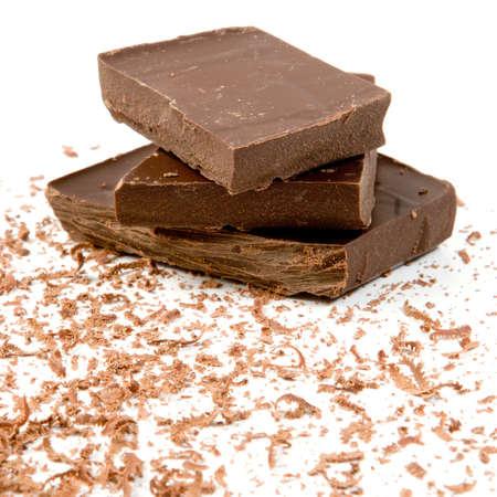 ブラック チョコレートとチョコレートの削りくずの大きな塊