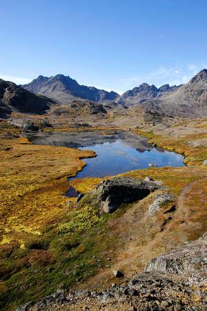 湖と山を風景します。 写真素材