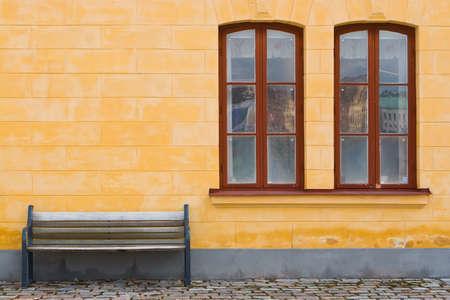 ベンチと黄色の壁 写真素材