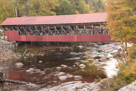 notch: Covered bridge over Saco River in the Crawford Notch state park