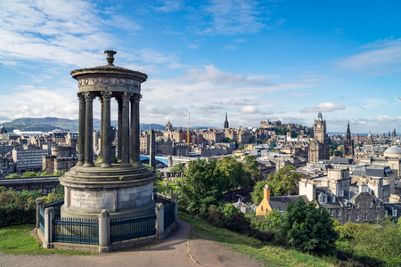 Dugald Stewart monument on Calton Hill with a view on Edinburgh, Scotland Redactioneel