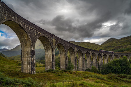 Glenfinnan Viaduct in Scottish Highlands 스톡 콘텐츠
