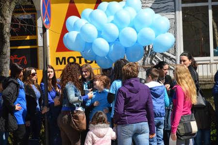 bosna: Giorno di autismo caratterizzato citt� Lukavac, Bosnia-Erzegovina 2 l2015 apri