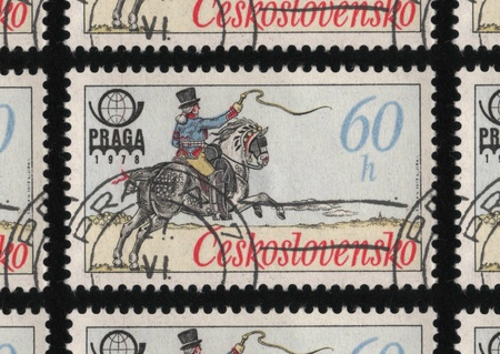 praga: CZECHOSLOVAKIA - CIRCA 1977: A used postage stamp printed in Czechoslovakia from the PRAGA 78 International Stamp Exhibition - Historic Post Uniforms issue, shows postal worker on a horse. Editorial