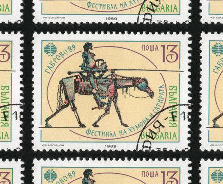 """poststempel: BULGARIEN - CIRCA 1989: A verwendet Briefmarke gedruckt in Bulgarien von der """"Internationalen Humors und der Satire-Festival, Gabrovo"""" -Ausgabe, ein mechanisches Pferd und Ritter zeigt."""