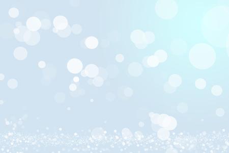 Hellblauer Bokeh-Hintergrund oder Overlay. Schicht aus glitzernden Schnee und hinterleuchteten Staubpartikeln. Grafische Ressource.